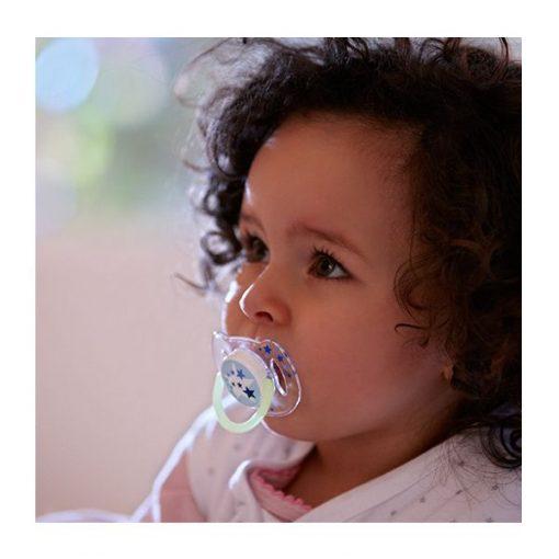 chupete nocturno 0-6 meses bebe usando