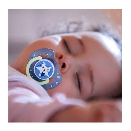 Chupete avent 6-18 meses bebe usando